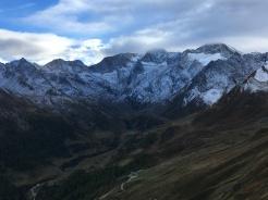Timmelsjoch afdaling Italië: verse sneeuw.