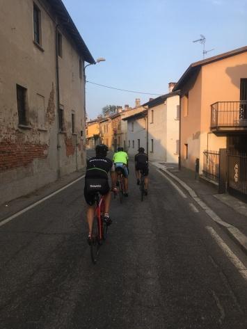 Belgische pelotonvorming op Italiaanse wegen.