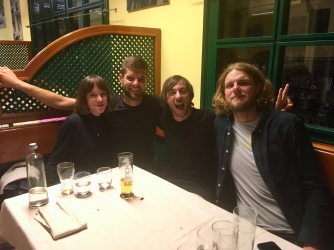 Richard, mijn eerst Warmshowers host (rechts), met Andrea (finishte de Transcontinental) en zijn vriendin.