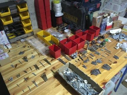 Garage opruimen en vijzen sorteren.