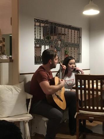 Karli en Emma, muzikaal duo.