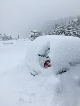 Auto uitgraven.