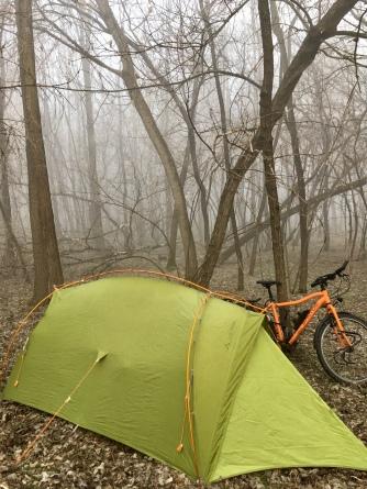 Slapen in de tent in de winter.