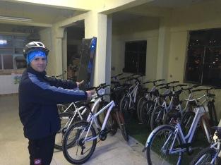 De fietsen die Hakan gebruikt om verkeerslessen te geven.