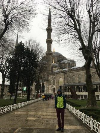 Blauwe moskee met slecht weer.