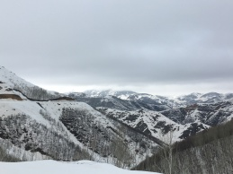 Hoog in de bergen.