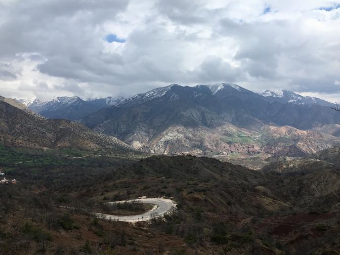 Afdaling richting de vallei.