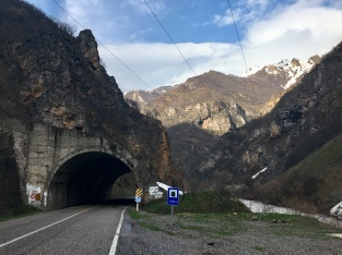 Velle tunnel(tje)s onderweg naar Pülümür.