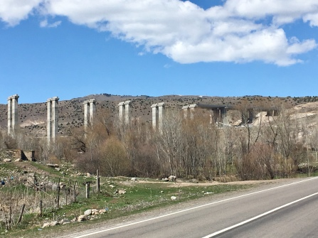 Turken houden van grote wegen en bruggen.