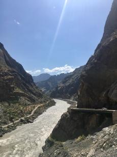 Links: Afghanistan; Rechts: Tadjikistan.