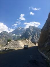 Bergen in Afghanistan in de achtergrond.