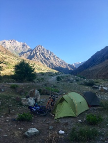 Eerste kampeerplaats in de Panj vallei.