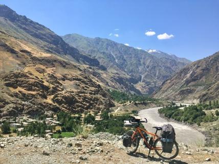 De Tractor kijkt uit op Afghanistan.