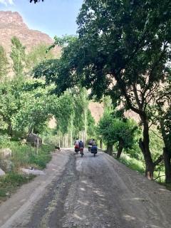 De dorpjes vormen groene oases.