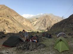 Kamperen op weg naar Khorog.