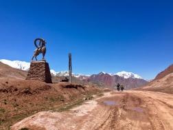 De officiële grens Tadzjikistan - Kyrgizië.