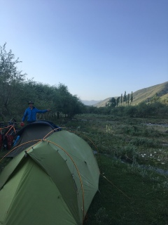 Kamperen met Dave in Kyrgizië.