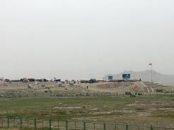 Chinese toeristen worden gedropt aan Karakul lake, om niets te zien vandaag.