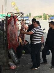 Vlees, met de staart er nog aan.