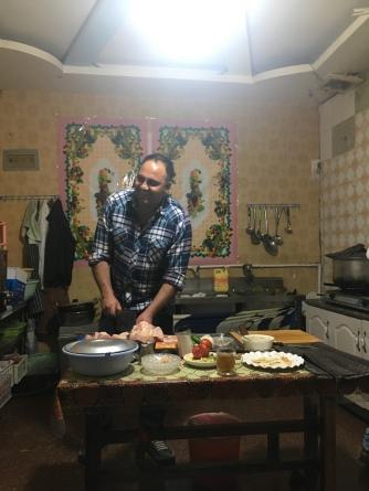 Eten in de keuken van het resaturant zelf.