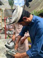 Pakistanen schieten te hulp.