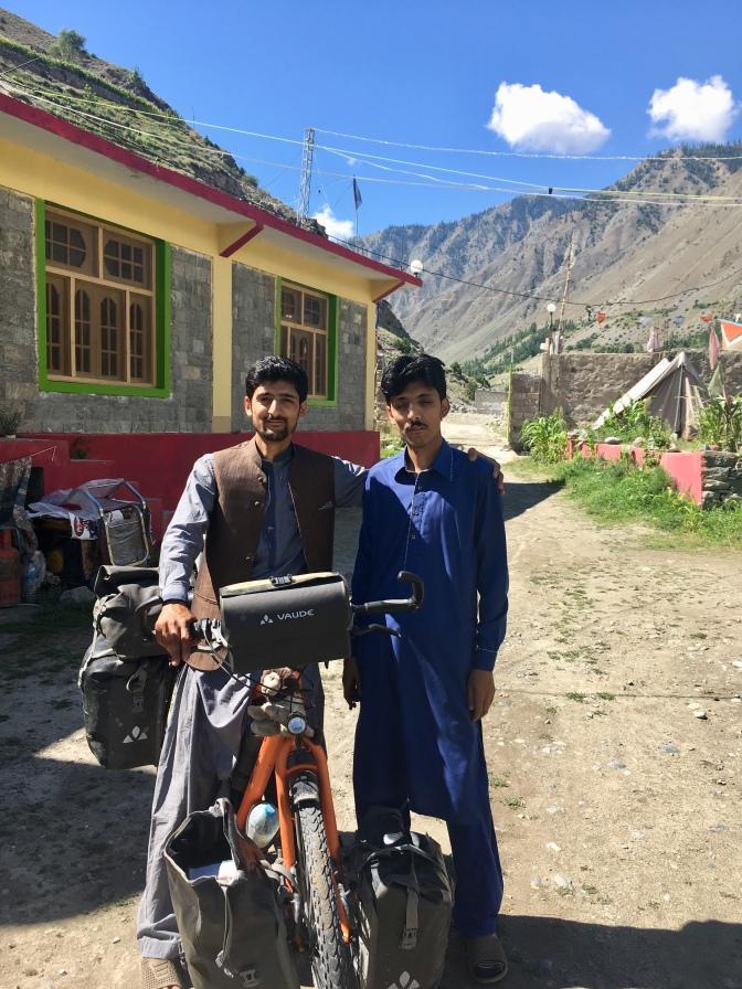 Waqas en zijn broer.
