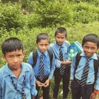 Nepalese kinderen dragen allen een mooi schooluniform.