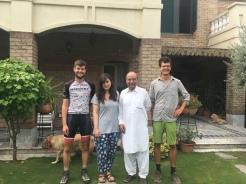 Afscheid van Anam en haar familie.