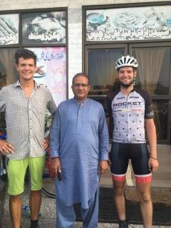 Een Pakistaan uit Londen die ons uitnodigde voor lunch.