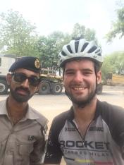 Selfie met de Pakistaanse politie.