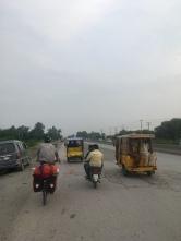 Dave op de GT road in Pakistan.