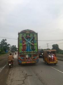 Sfeerbeeld van de GT road in Pakistan.