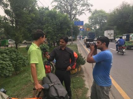 Nog snel een interview in onze laatste uren in Pakistan.