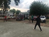 Badminton spelen met de Indische politie.