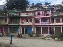 Gekleurde huizen in Nepal.