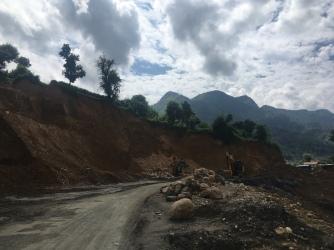 Veel landslides.