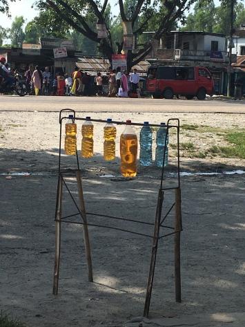 Benzine wordt hier zo verkocht.