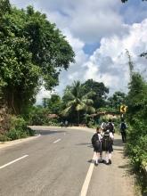 Kindjes gaan naar school.