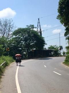 Paraplu's worden gebruikt tegen de zon en tegen de regen.