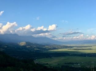 Komende uit de heuvels richting Imphal.