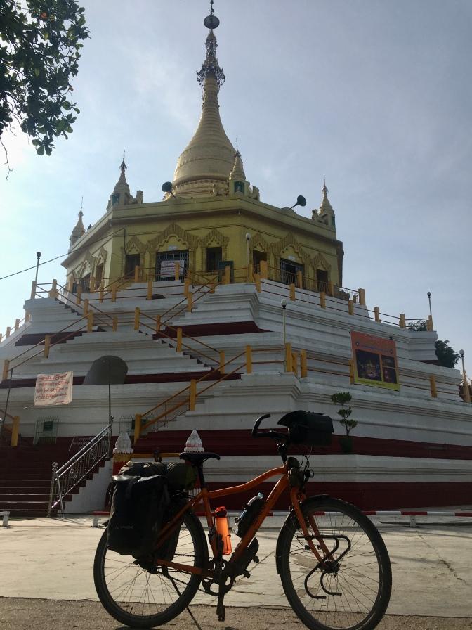 Tractor en pagoda.
