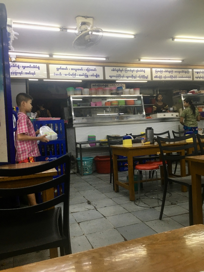 Restaurantje in Yangon.