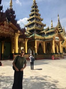 Simon aan de Shwedagon Pagoda.