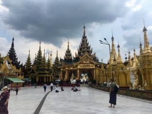 Rondom Shwedagon Pagoda.