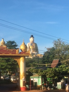 Grootset boeddha beeld van Myanmar.