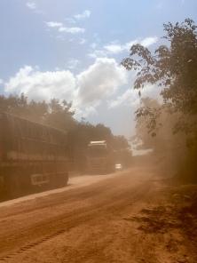 Gezellige weg richting grens met Thailand.