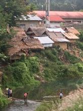 Zo gaan kinderen naar school in Laos.