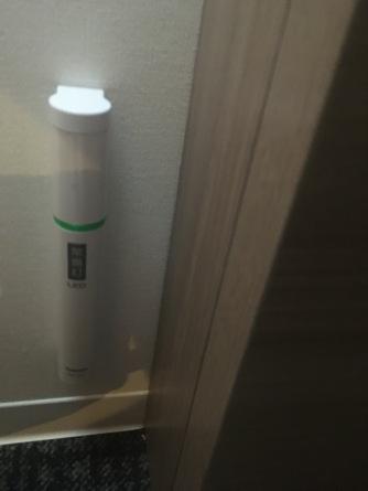 Naast elk bed hangt een zaklamp in de Japanse hotels.