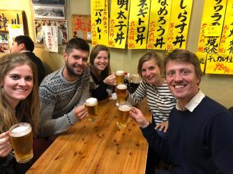 Manon en Dries, vertrokken in maart op de Grote Markt in Brussel, exact op dezelfde dag als mij met de fiets aangekomen in Tokio. Wat een toeval!