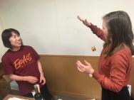 Laura leert jojoën.